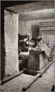 1922 photograph of the tomb of Tutankhamun. Photograph by Harry Burton (1879-1940)