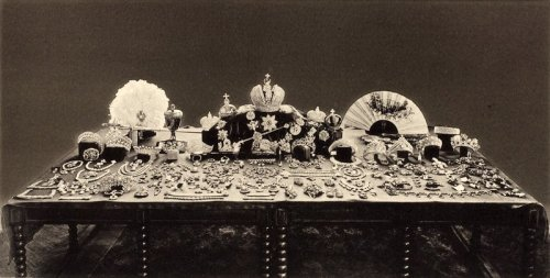 After the 1917 revolution, Russia's new rulers debated what to do with the crown jewels. This 1925 photo shows the collection. However, a 1922 album at the U.S. Geological Survey includes photos of four items that are not described in the official 1925 inventory. www.usgs.gov